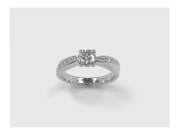 完成した婚約指輪