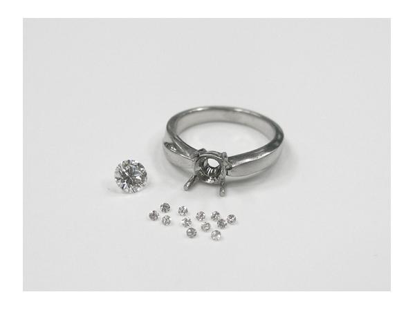 製作段階の婚約指輪